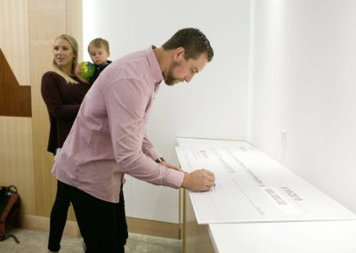 Adam-Thielen-signs-100000-Thielen-Foundation-Pledge-Check-1024x683